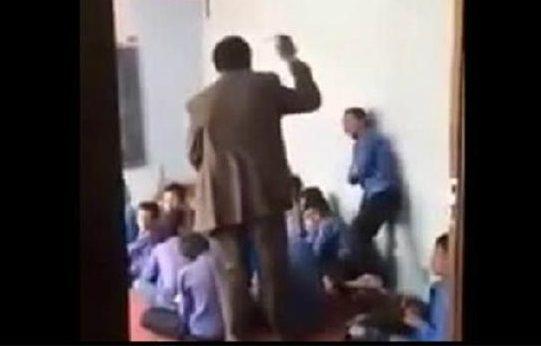 Picchia l'alunno con un rosario: la violenta punizione di un maestro