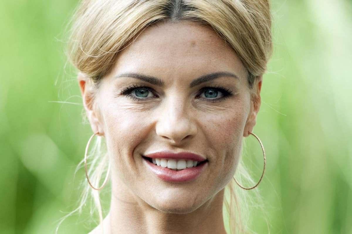 Martina Colombari vorrebbe altri figli, l'ex Miss Italia: 'Desidero un secondo bambino'
