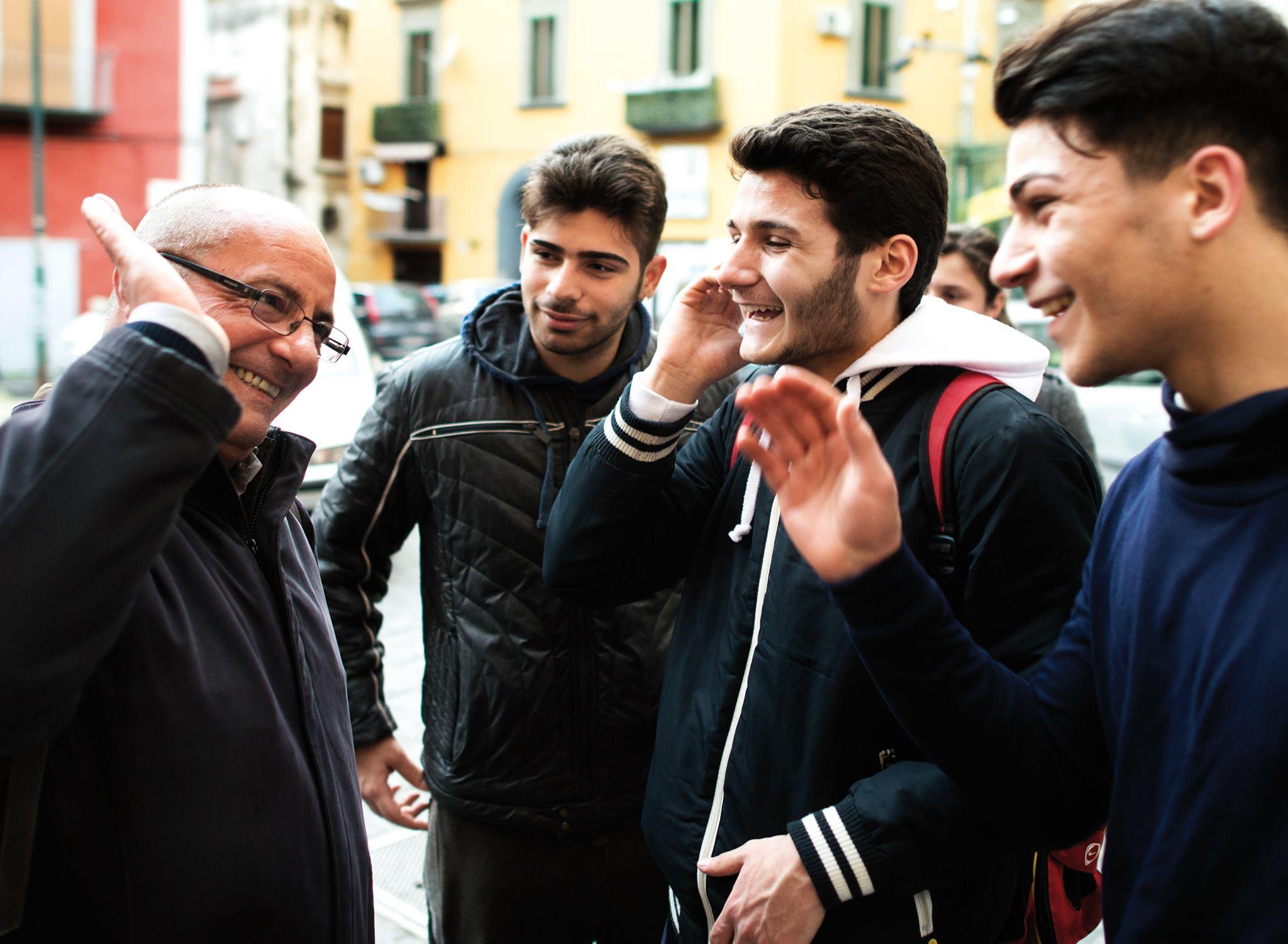 Don Antonio Loffredo e i ragazzi del rione Sanità