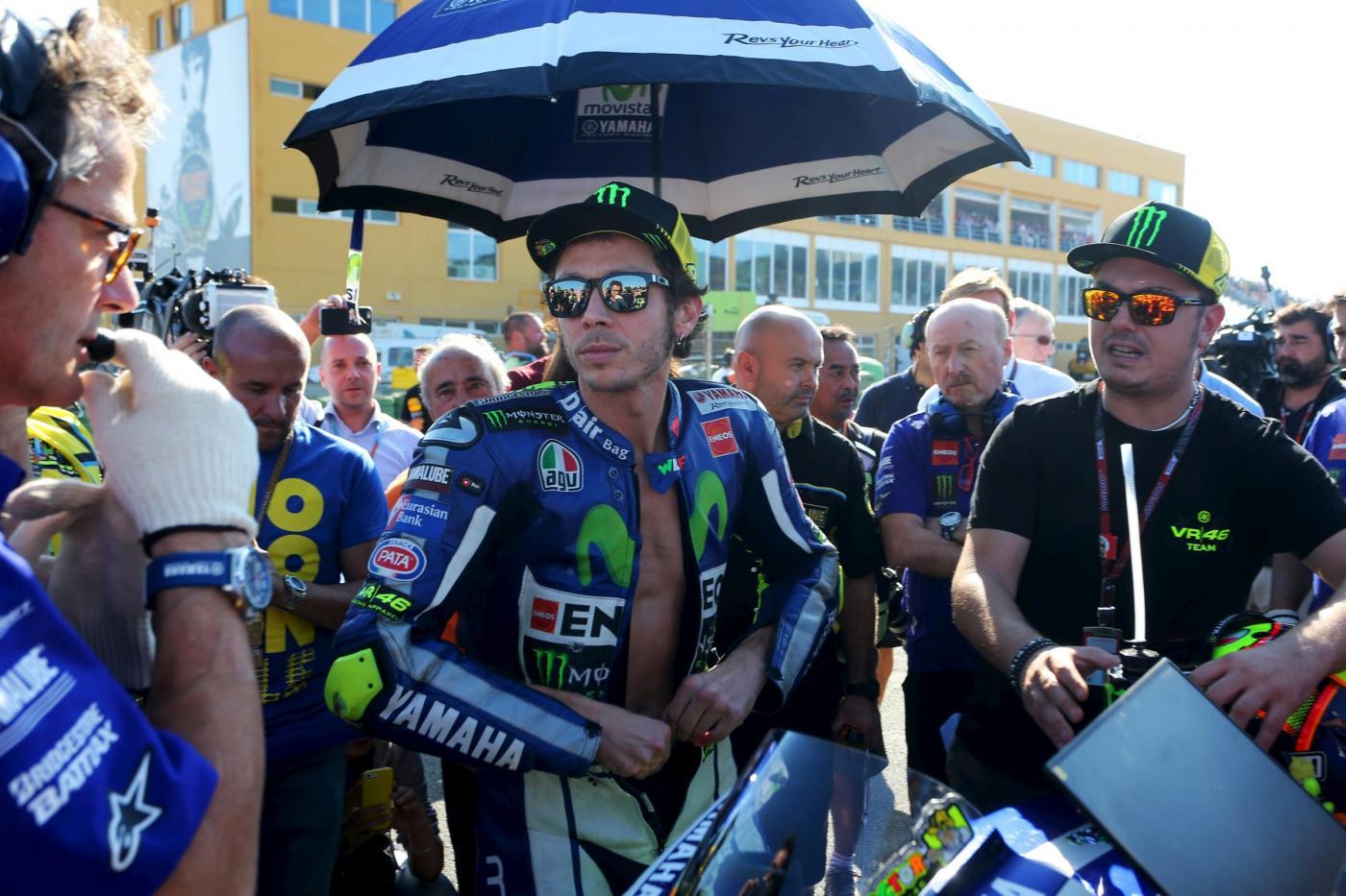 MotoGP, Lorenzo vince il Gp di Valencia e conquista il suo terzo titolo mondiale