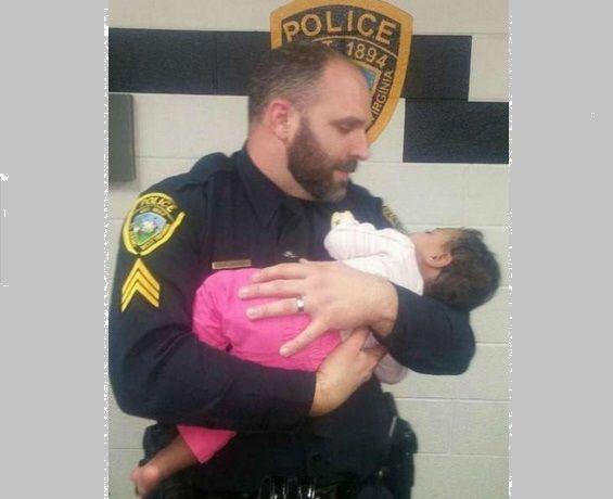 Poliziotto salva bimba