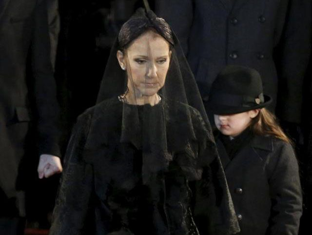 Celine Dion ai funerali del marito