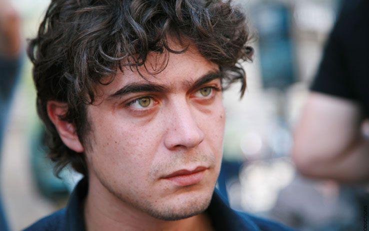 Malore per Riccardo Scamarcio: l'attore ricoverato in codice rosso all'ospedale di Cassino