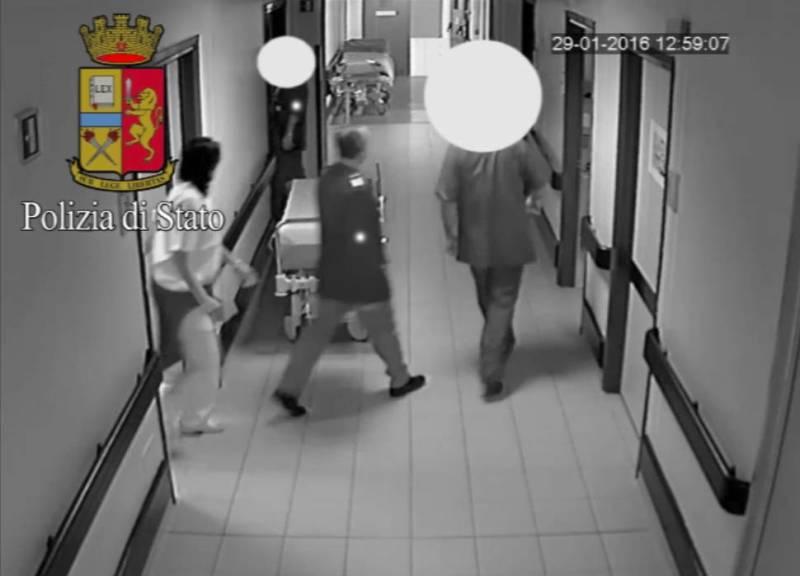 Travestito da medico ruba in ospedale