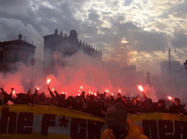 Ultrà Galatasaray a Roma: bombe carta e accoltellamenti prima della partita