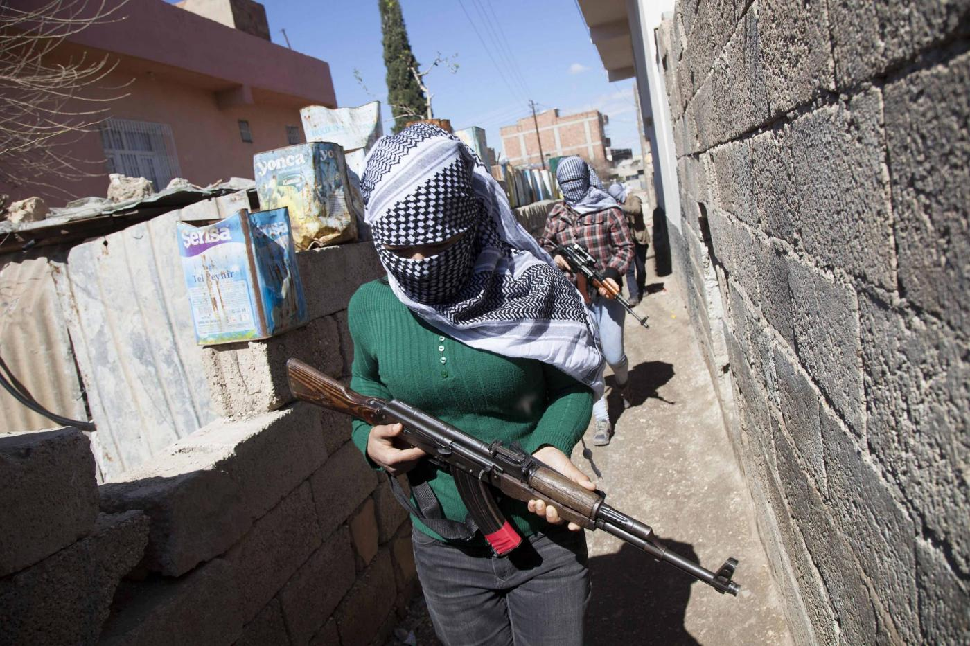 Guerra urbana a Nusaybin sotto coprifuoco nella Turchia orientale