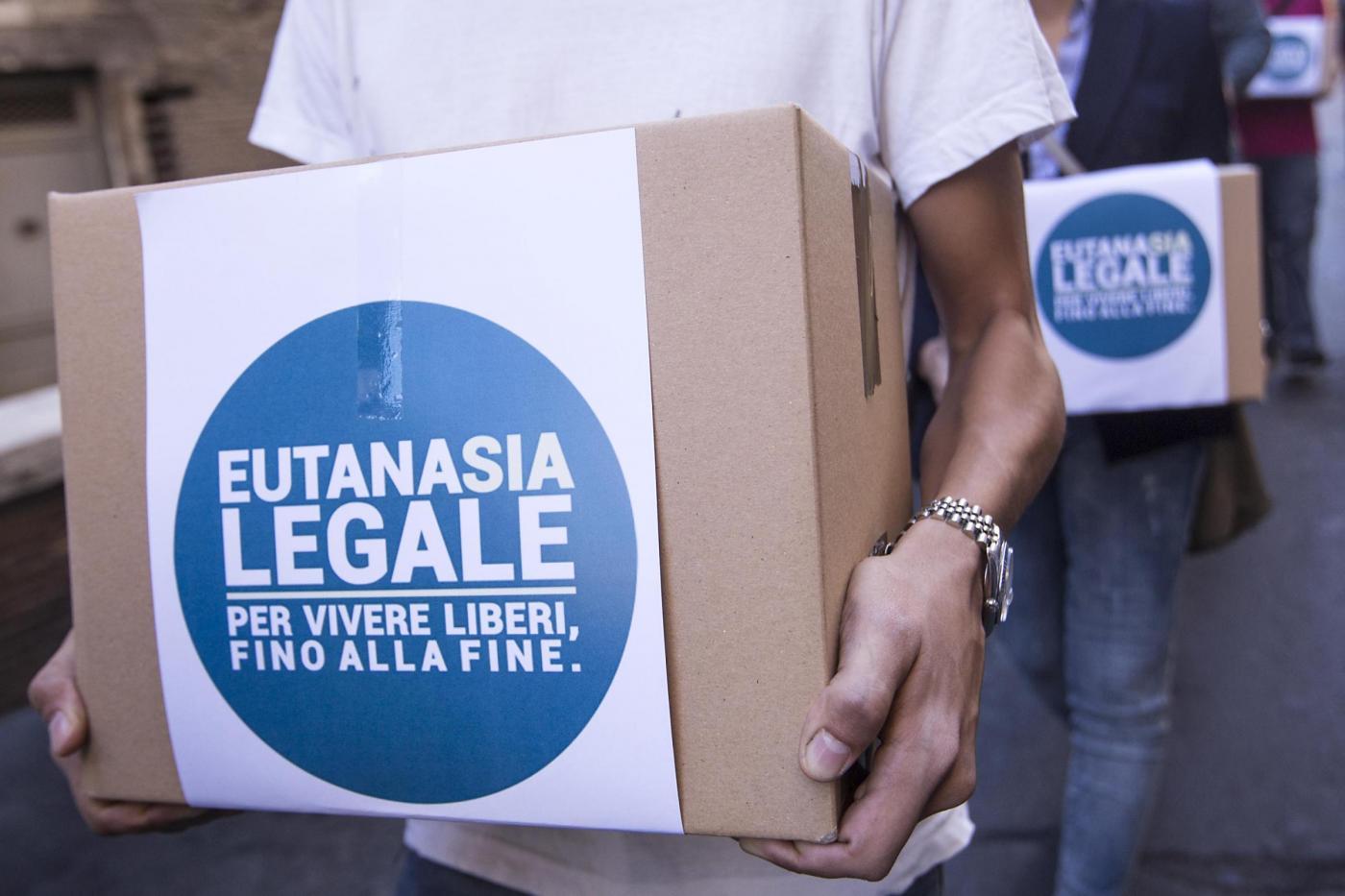 Il Partito Radicale deposita alla Camera le firme per l eutanasia legale