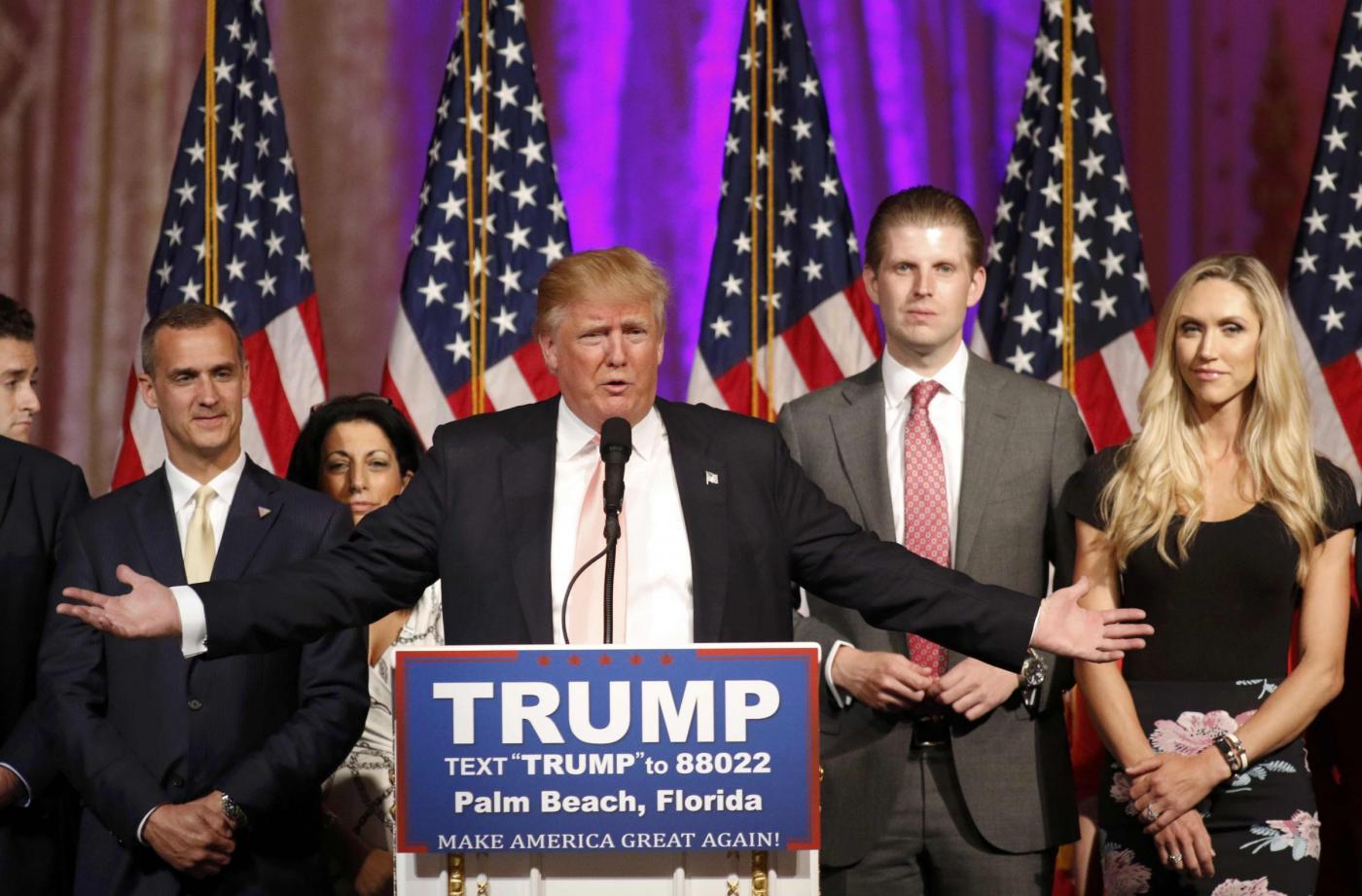 Usa 2016 , Trump e Hillary Clinton avanzano nel super tuesday