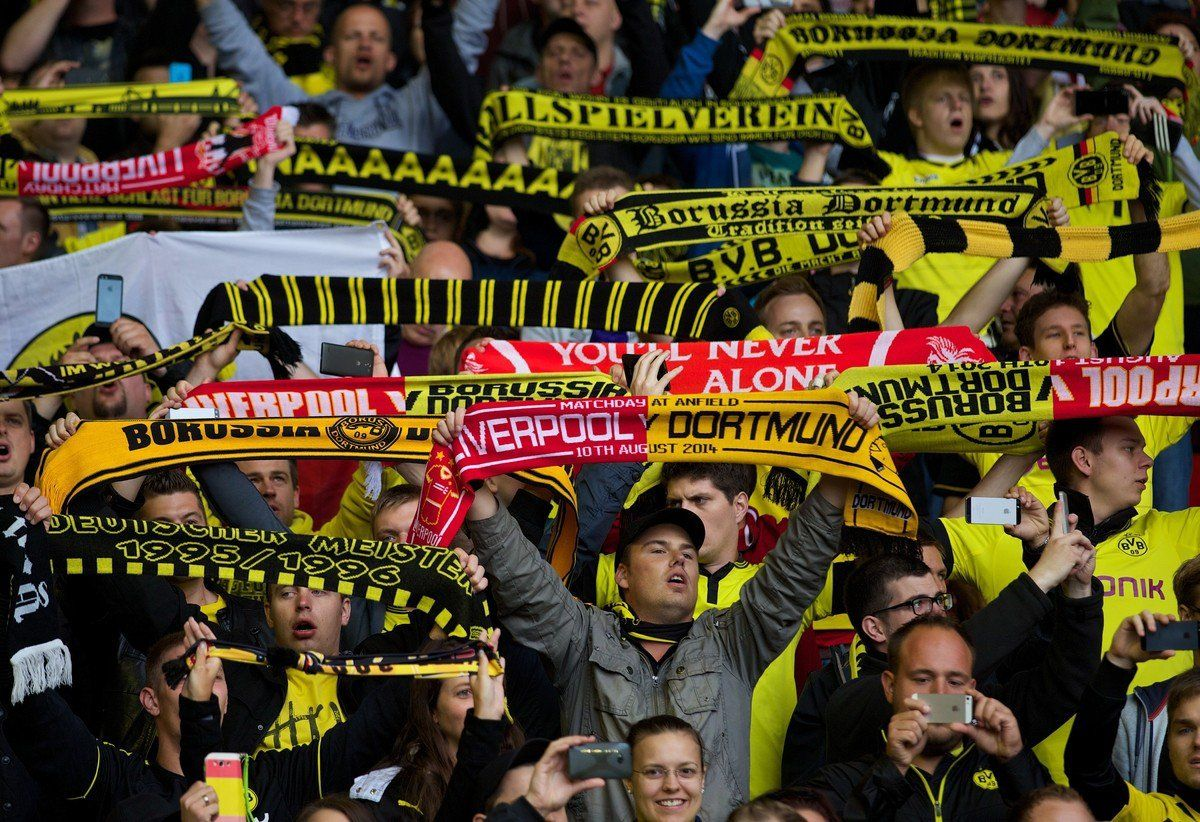 Dortmund Liverpool, i tifosi cantano You'll never walk alone