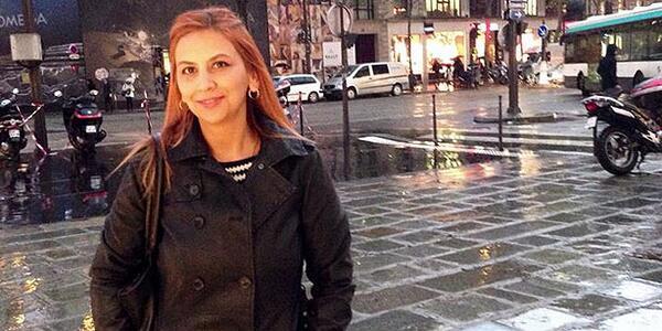 Giornalista turca a cui hanno tolto la patria potestà