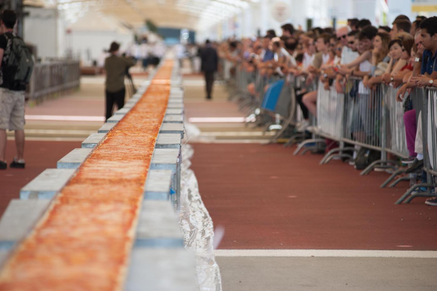Expo Milano Guinness World record pizza piu lunga del mondo