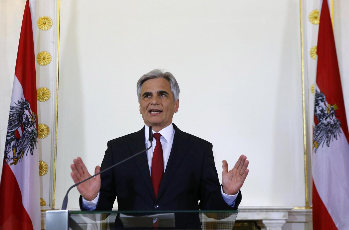 Vienna, dopo la sconfitta elettorale si dimette il cancelliere Faymann