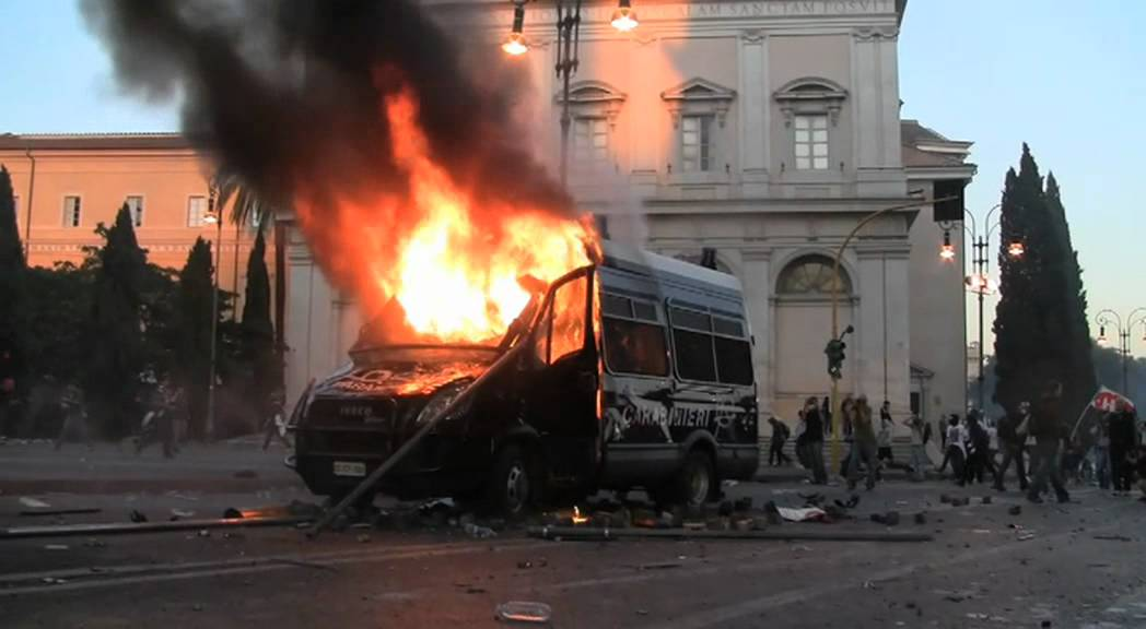 camionetta carabinieri in fiamme a san giovanni