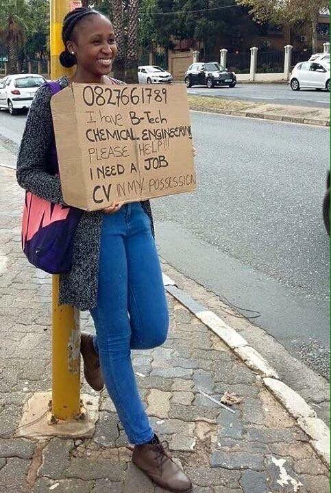 ragazza sudafricana cerca lavoro al semaforo