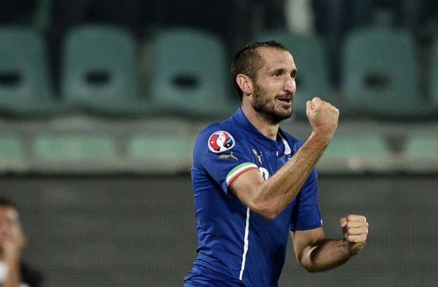 Chiellini lancia l'Italia ai quarti