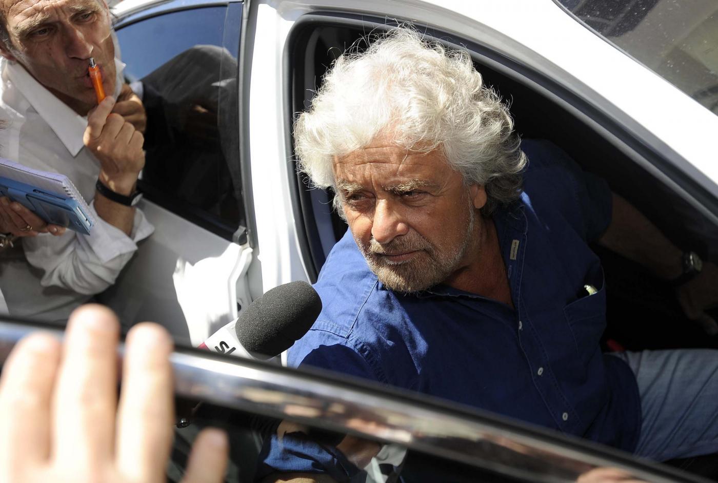 Beppe Grillo lascia l'Hotel Forum di Roma