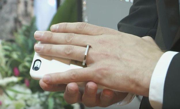 Uomo sposa iPhone