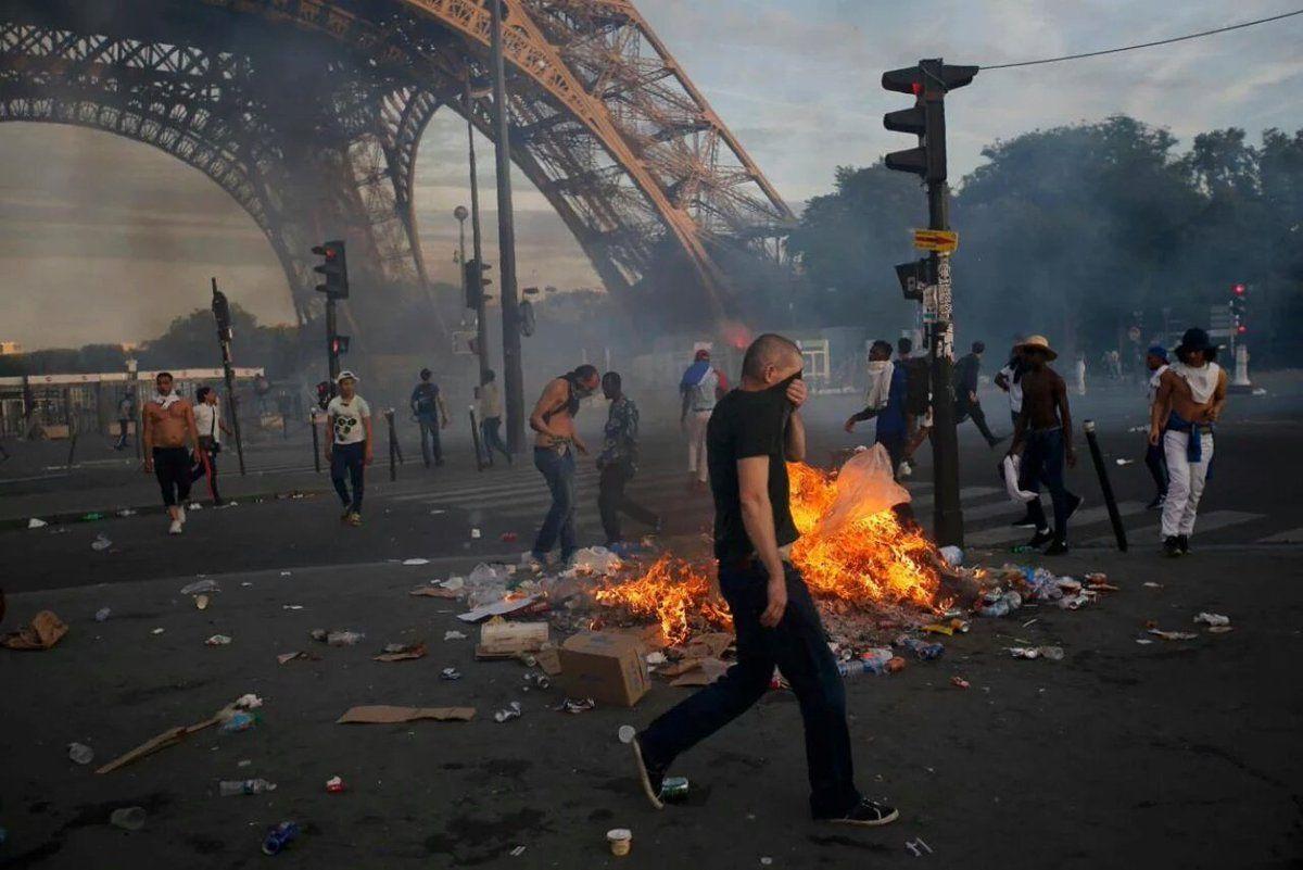 scontri parigi