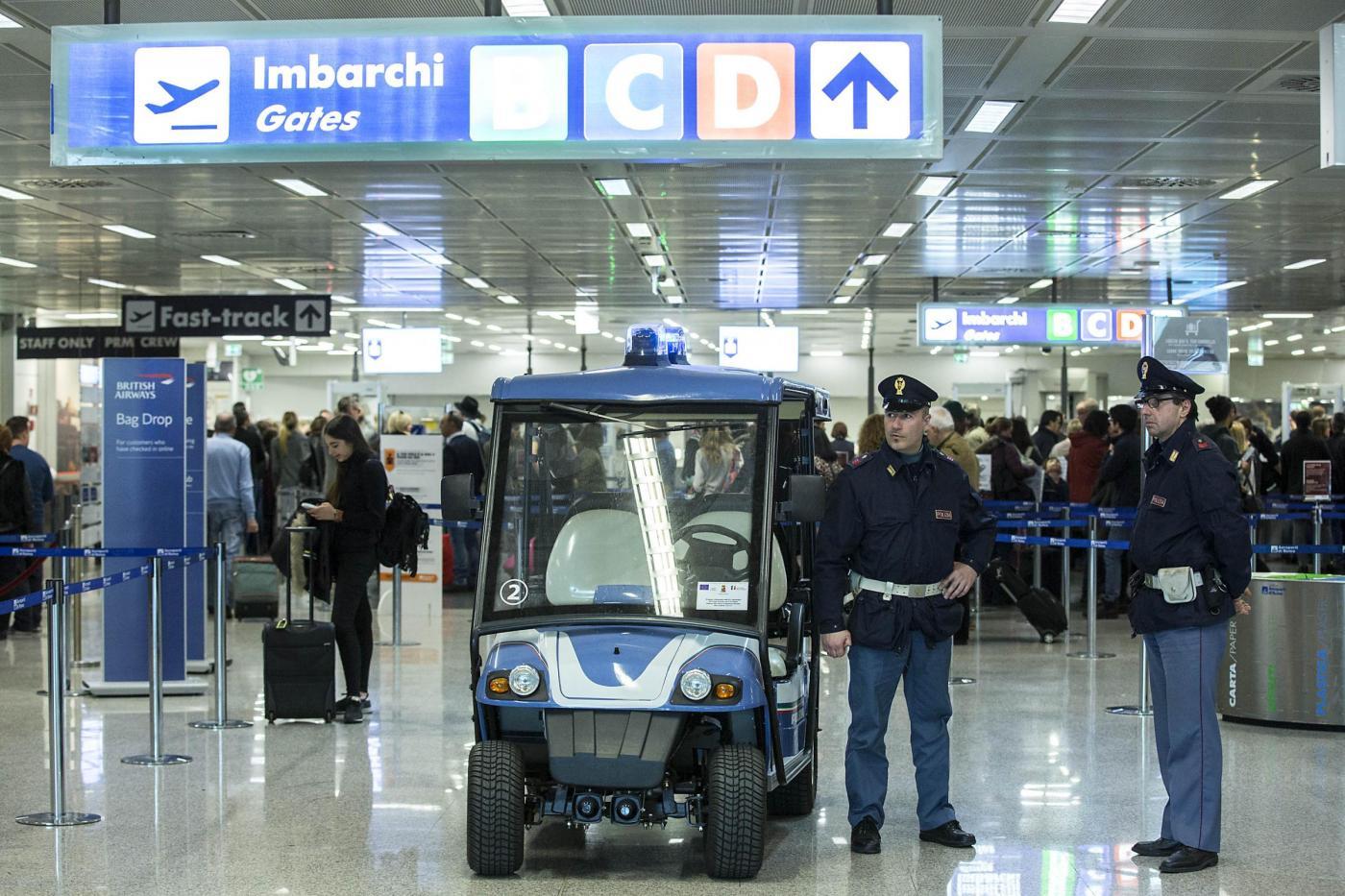 Controlli di sicurezza all'aeroporto di Fiumicino
