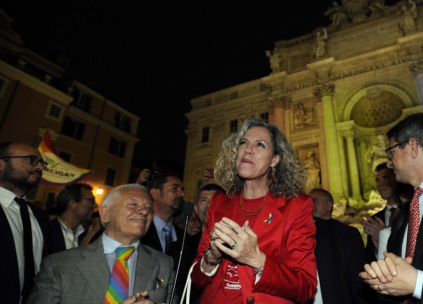 Festeggiamenti per approvazione DDL su Unioni Civili a Fontana di Trevi
