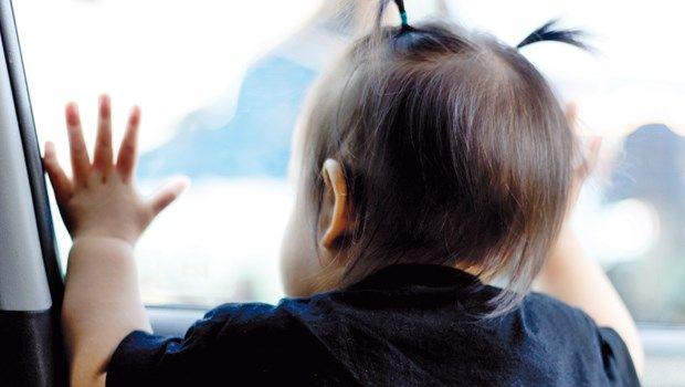 figli dimenticati in auto
