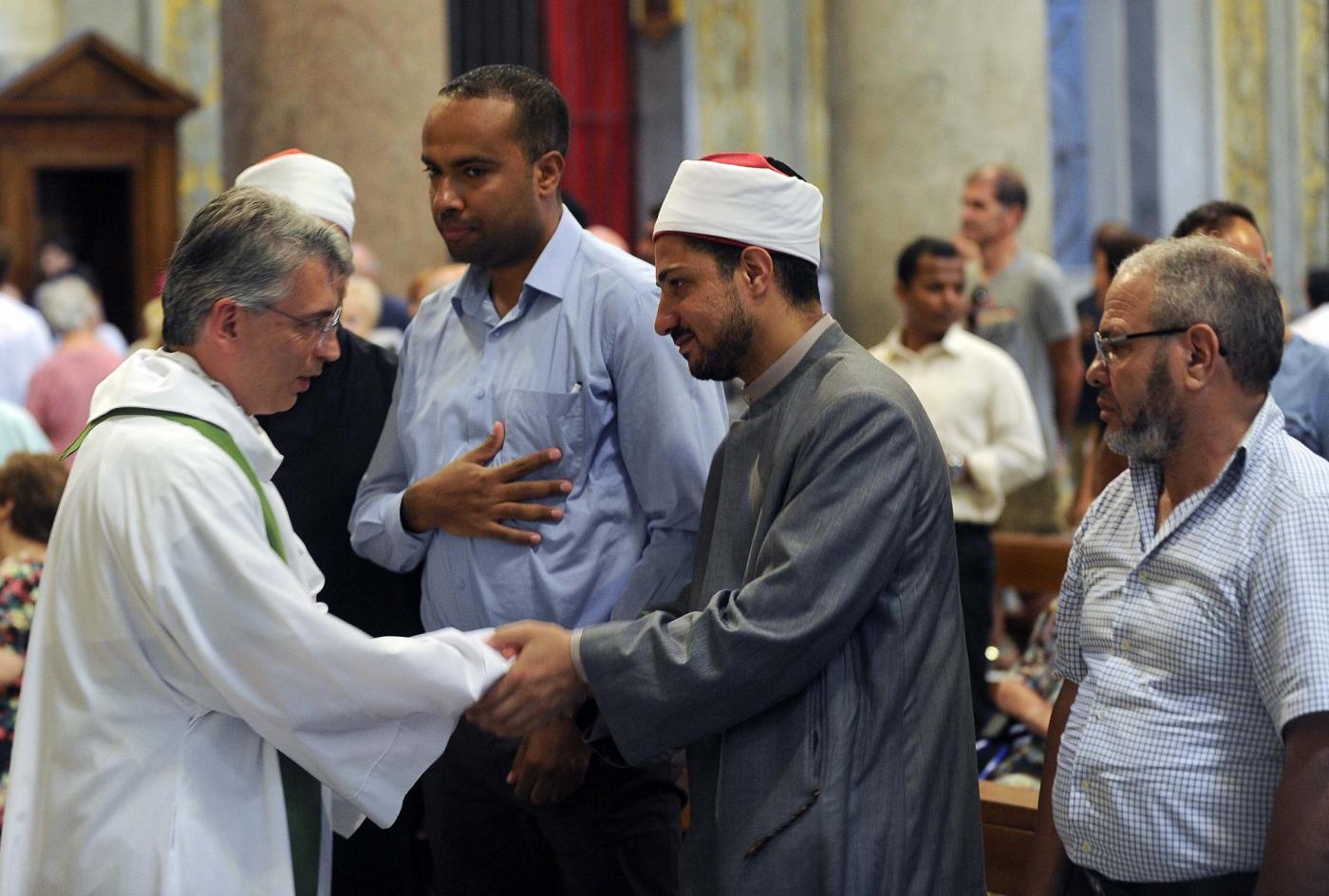 Roma, Imam partecipano alla messa nella Chiesa di Santa Maria in Trastevere