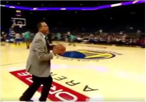 Steph Curry, il papà segna da tre punti in giacca e cravatta