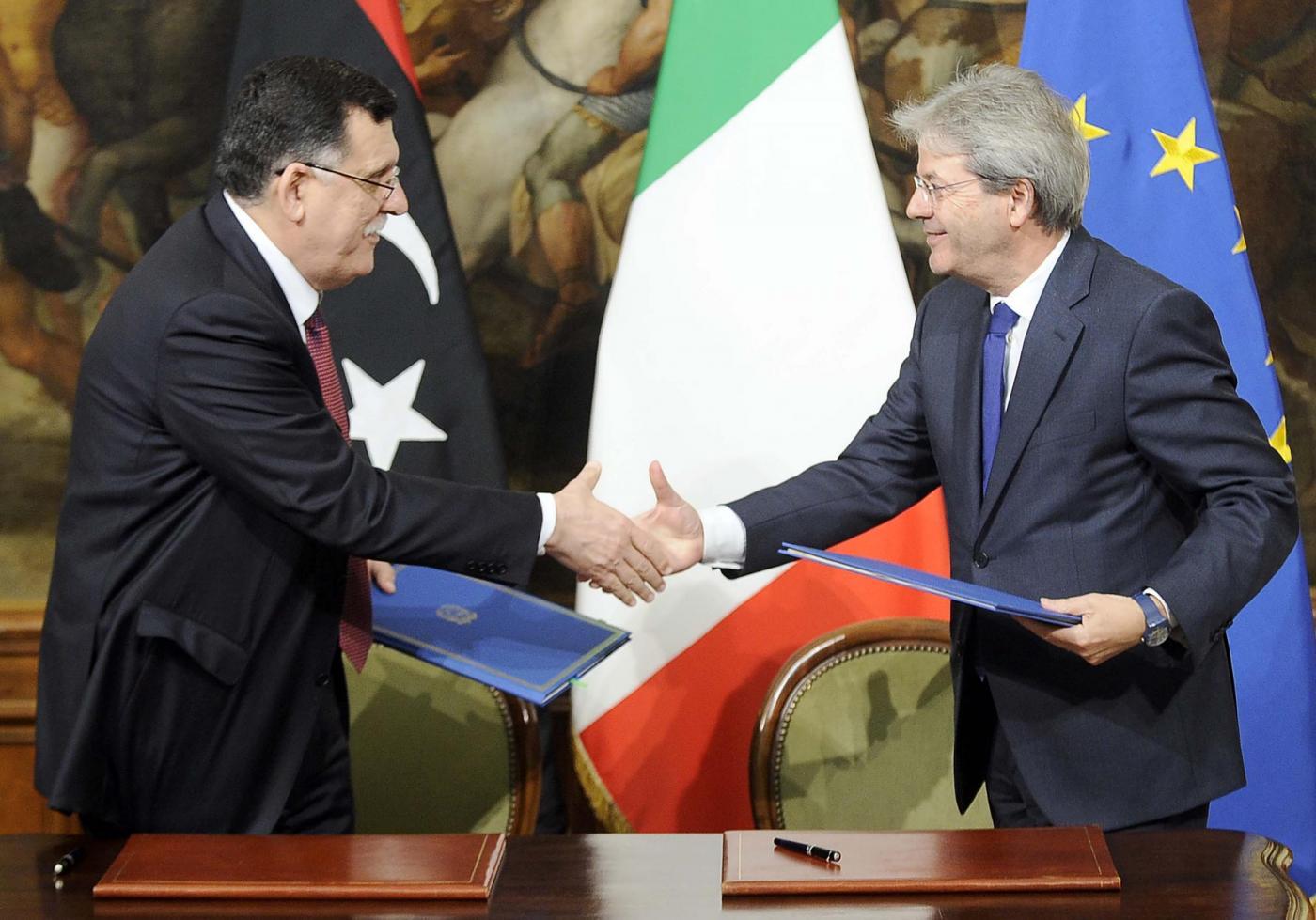 Paolo Gentiloni e Fayez al Sarraj firmano un protocollo di intesa su immigrazione