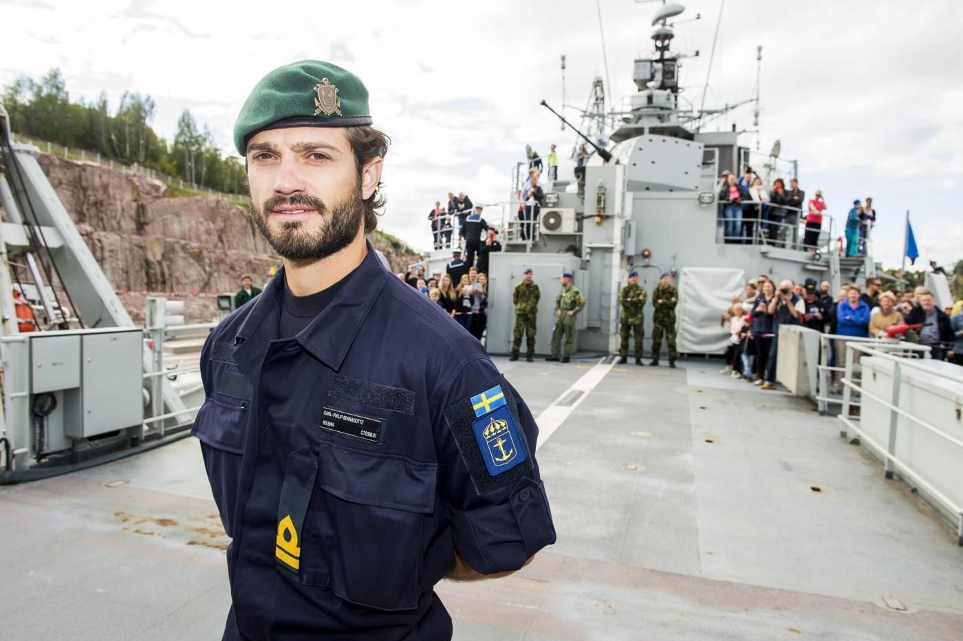 Il Principe Carlo Gustavo di Svezia partecipa a delle esercitazioni militari