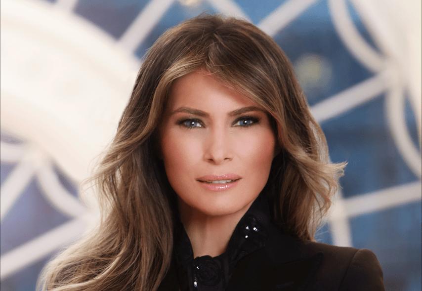 La foto ufficiale di Melania Trump per la Casa Bianca tra ritocchi photoshop e diamanti