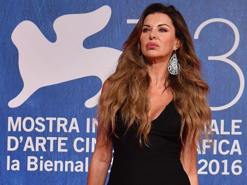 Alba Parietti su Facebook Selvaggia Lucarelli