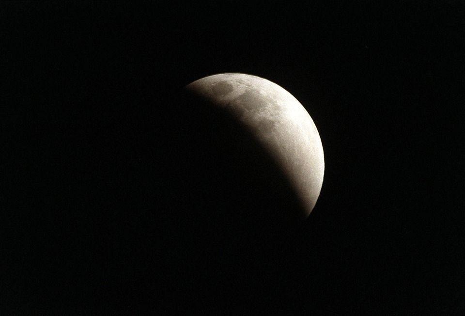 eclissi lunare parziale
