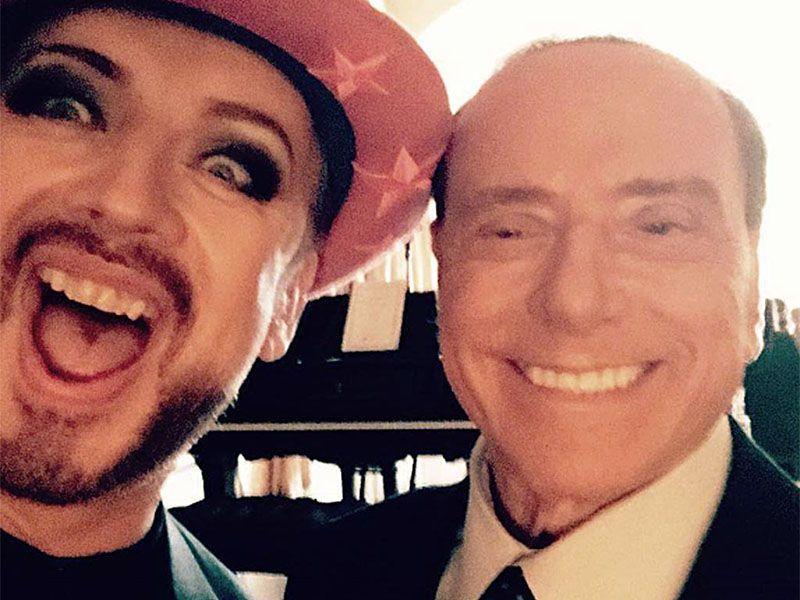 Boy George Berlusconi selfie