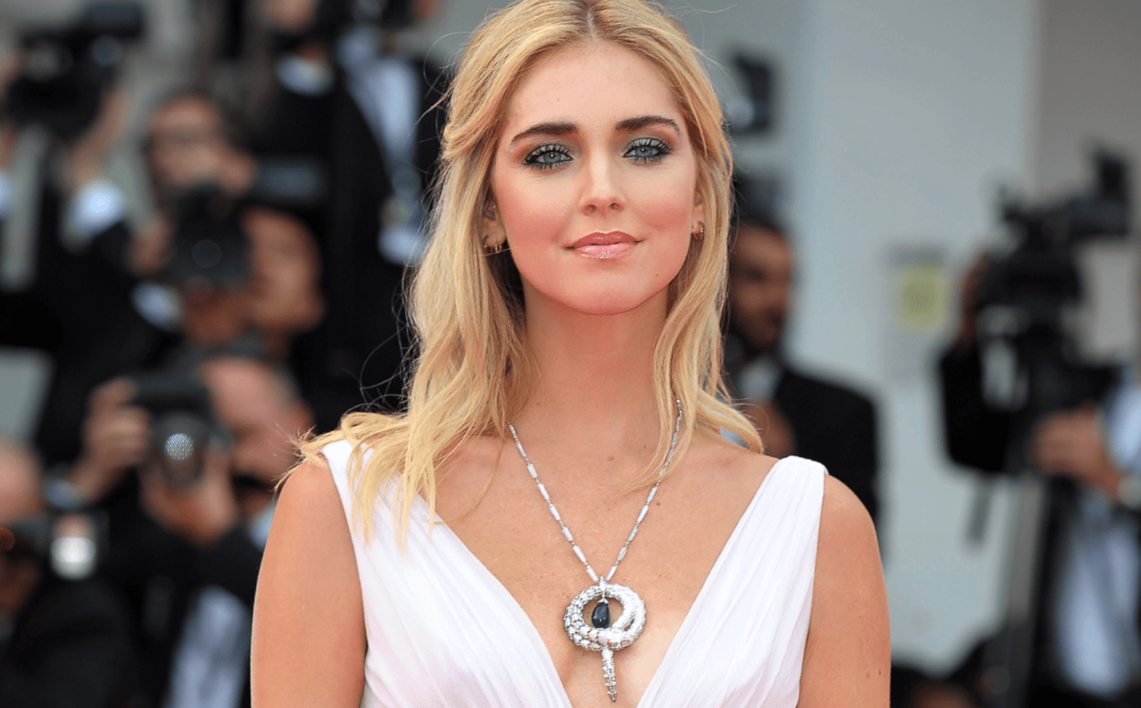 chiara ferragni incinta red carpet venezia pancino sospetto