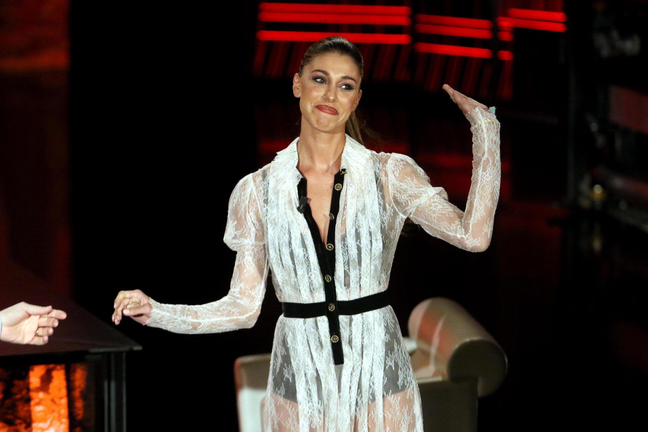 Tv: Belen Rodriguez ospite a 'Che fuori tempo che fa'