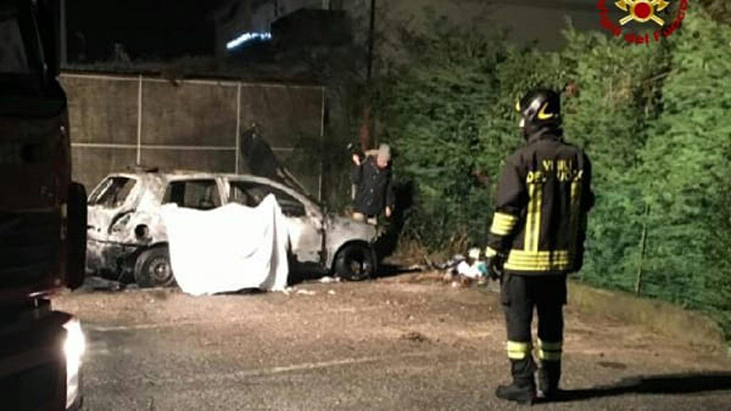 L'auto in cui la sera del 19 dicembre 2017 un clochard di 64 anni, Ahamed Fdil, è morto carbonizzato a Santa Maria di Zebio (Verona)