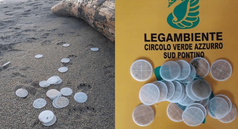 Spiagge invase da misteriosi dischetti di plastica, allarme sul litorale laziale
