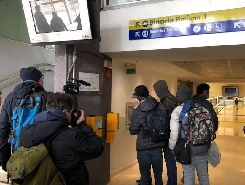 Il sindaco di Gallarate paga il treno ai profughi