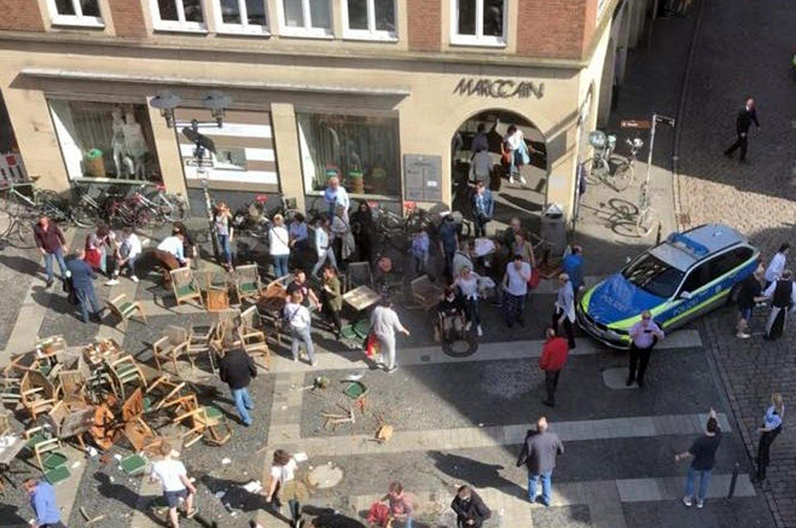 Furgone su folla a Muenster, 50 feriti,6 in pericolo di vita
