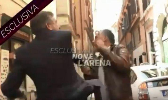 Ex ministro Landolfi schiaffeggia giornalista La7