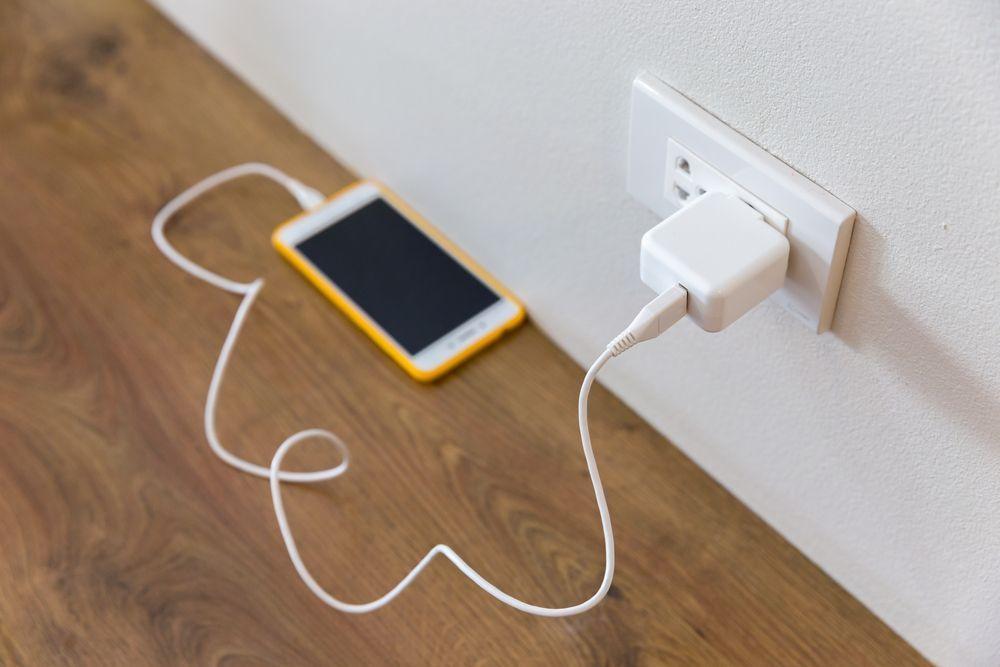 caricatore batteria lasciato alla rete