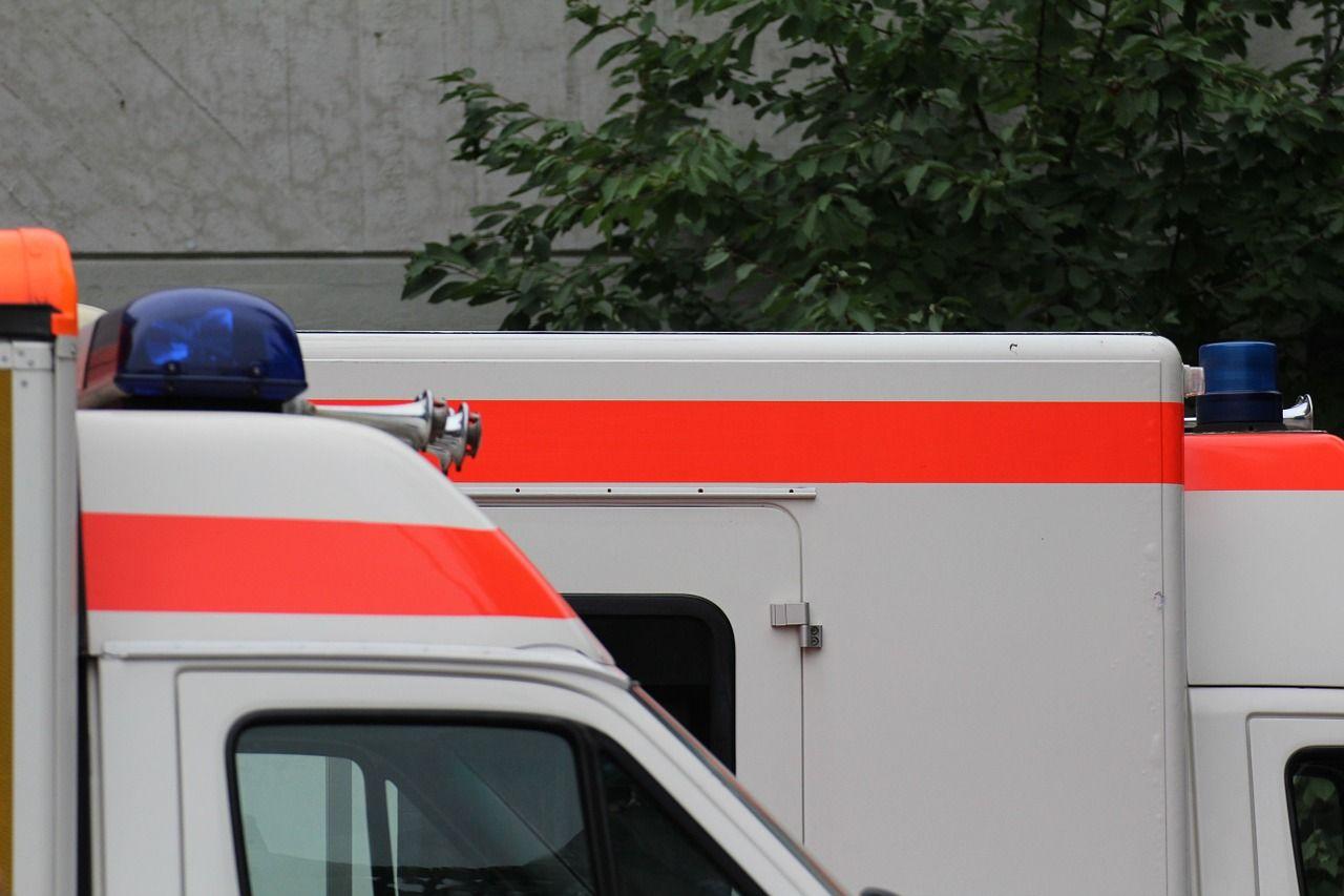 Bambino di 5 anni chiama l'ambulanza e salva la vita al padre in coma