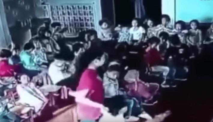 Maestra d'asilo trascina la bimba e la sbatte al muro