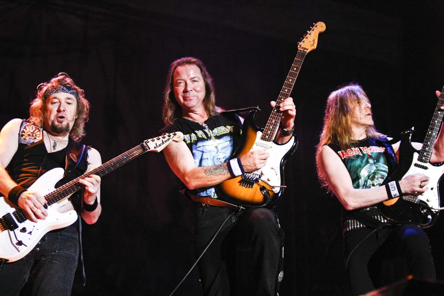 Iron Maiden a Somma Lombardo entrano in un bar e si mettono a vedere i mondiali