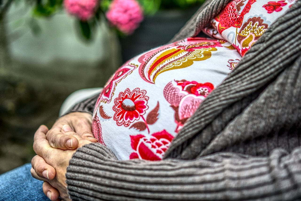 Rimane incinta a 58 anni senza fecondazione artificiale dopo 24 anni di tentativi