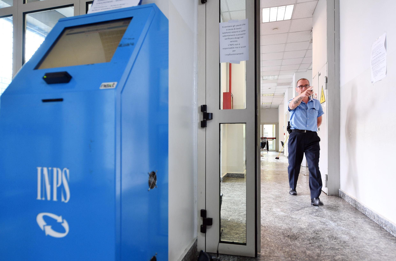 Bonus povertà shock: disoccupato riceve 1,22 euro. 'Lo Stato mi fa l'elemosina'