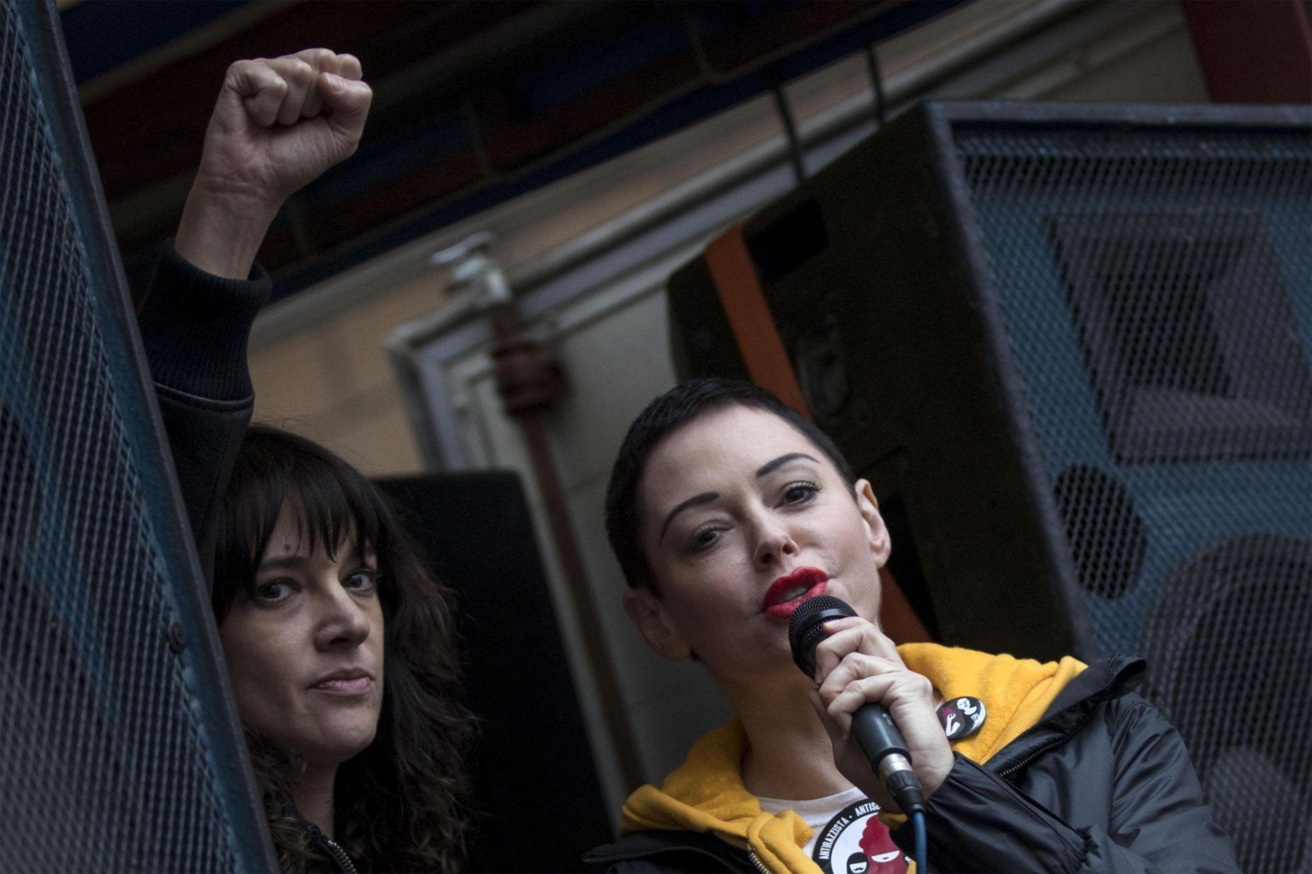 Asia Argento tradita dalla compagna di Rose McGowan: 'Sono stata io a diffondere i suoi sms'