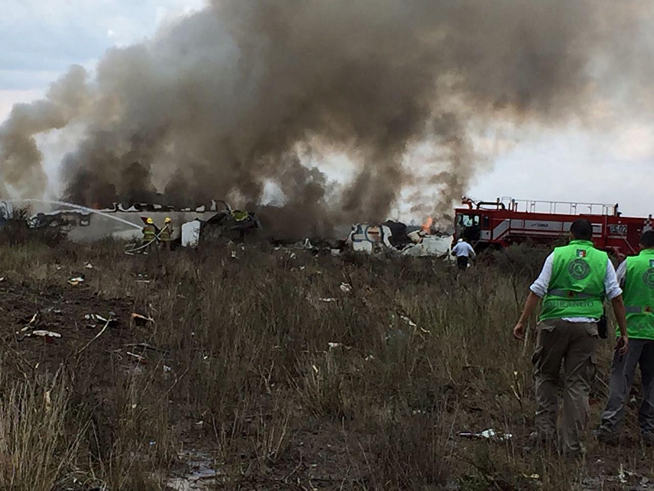 Messico: cade aereo con 100 a bordo, nessun morto