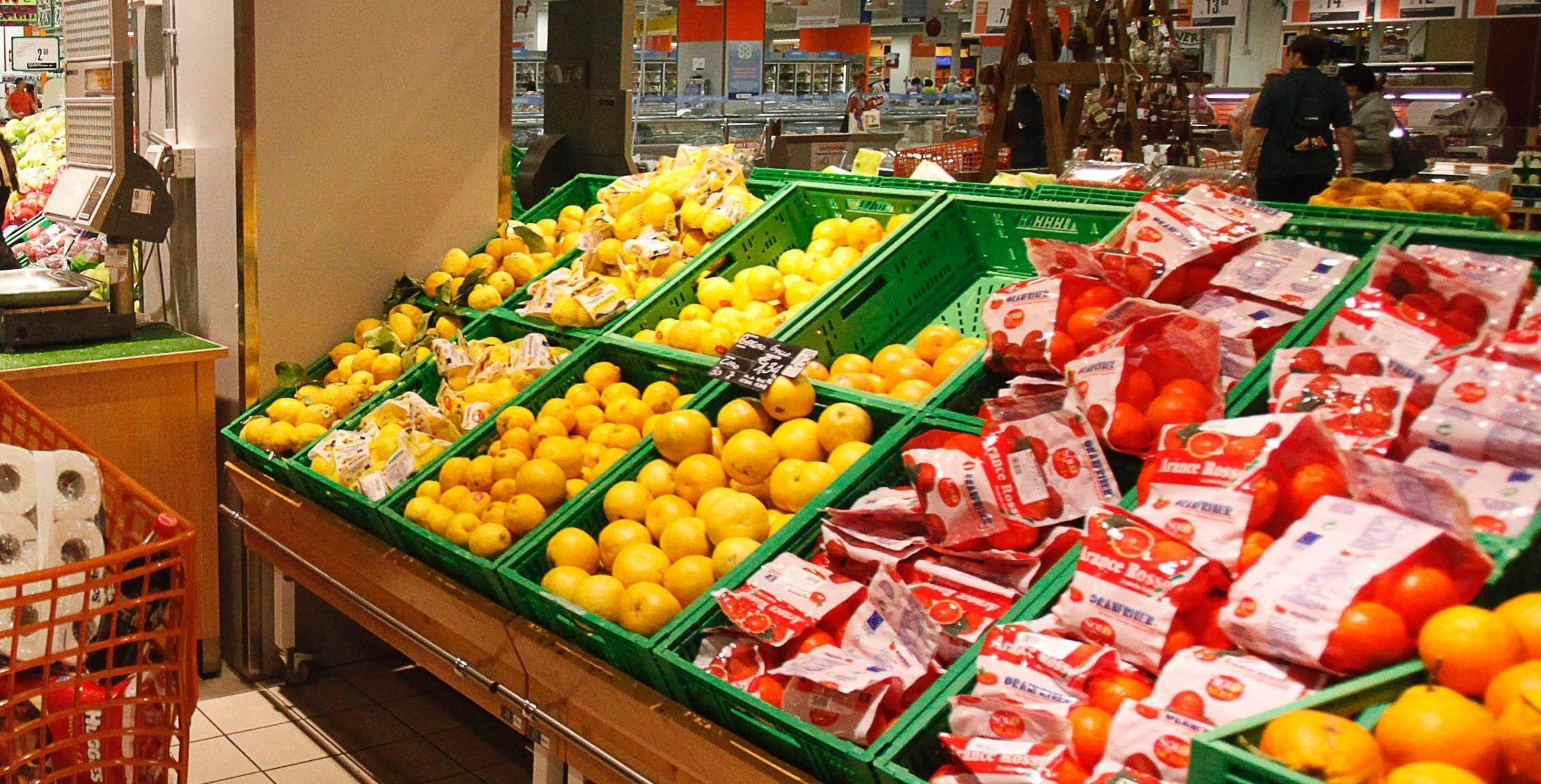 spacciatore usa bilancia al supermercato