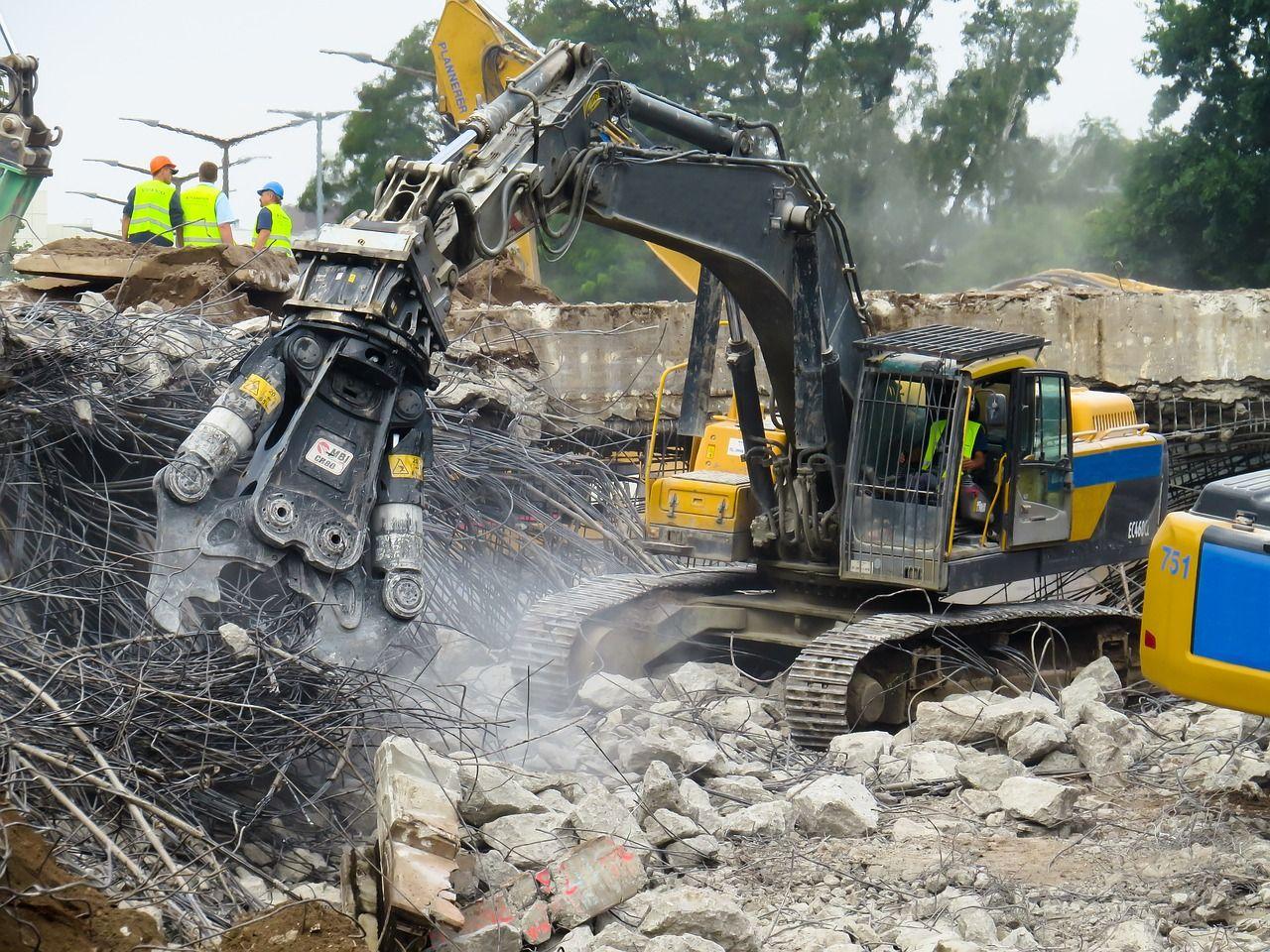 Calcutta crolla un ponte, ci sono morti e feriti